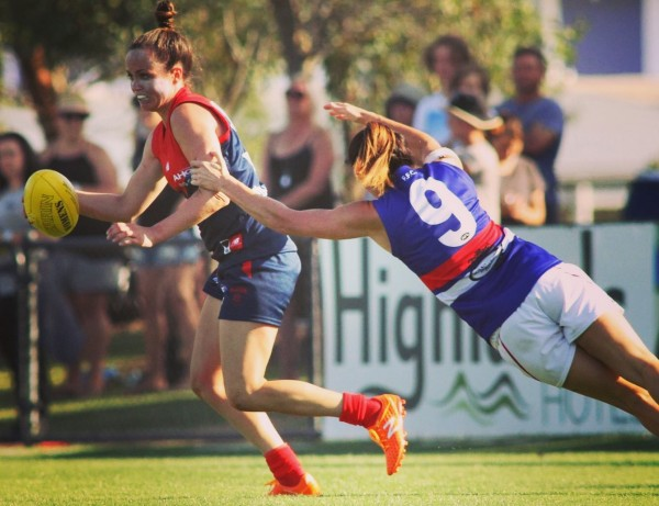 Daisy Pearce in action on the football field agains Western Bulldogs FC